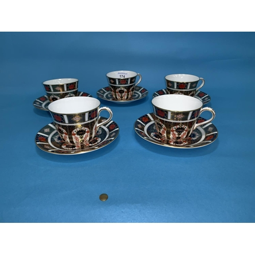 174 - A Royal Crown Derby set of 5 Japan pattern tea cups and saucers...