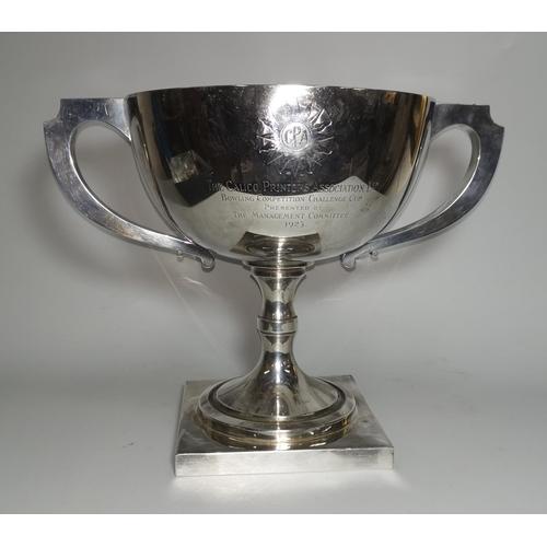 355 - A hallmarked silver large pedestal trophy cup, 2 handles, with presentation inscription, Birmingham ...