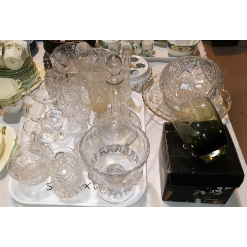 30 - A selection of decorative china and glass...