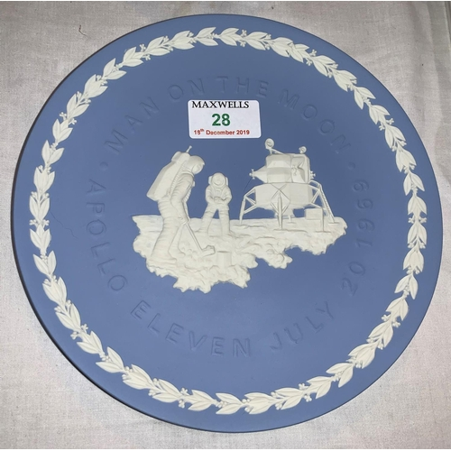 28 - A Wedgwood commemorative plate