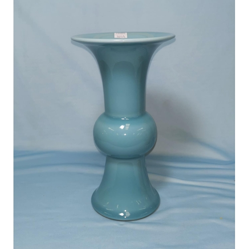 103a - A Chinese porcelain gu vase with blue glaze, square seal mark to base, 26 cm...