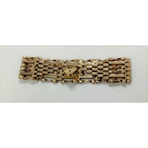 286A - A modern 9 carat hall marked gate bracelet 11.9 gms...