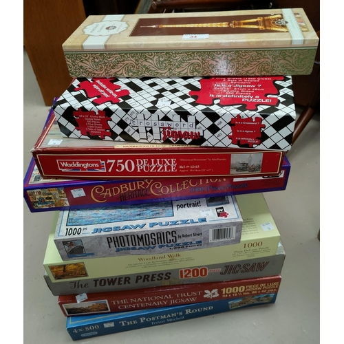 34 - A large quantity of jigsaw puzzles