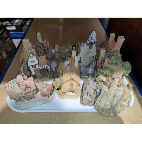 44 - A collection of David Winter miniature cottages etc...