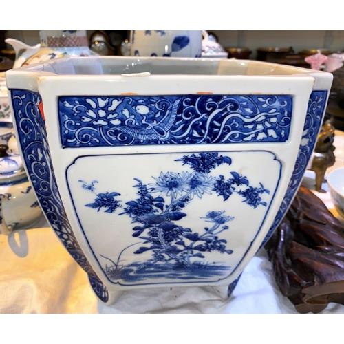 200 - A 20th century oriental blue & white square jardinière; etc....