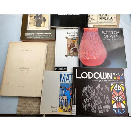 257 - GRAHAM SUTHERLAND - Apollinaire Le Bestiaire 1979; FUTURISMO 1909 - 1919, 1972, other art books...