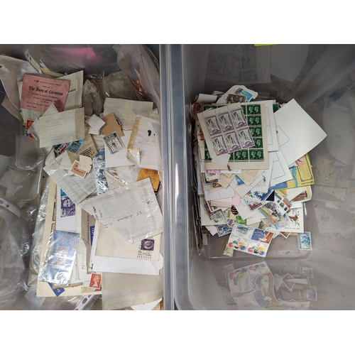 784 - A quantity of stamps in packets and unsorted...