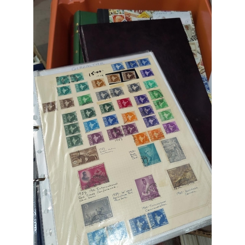 779 - A world collection of stamps in albums...