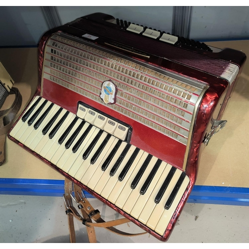 31 - A Weltmeister 120 base piano accordion