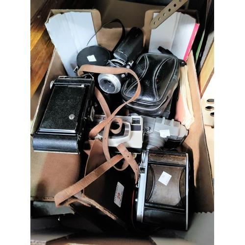 29 - A collection of vintage cameras