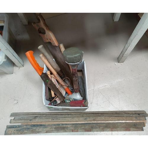 30B - A selection of vintage tools, expandable measure etc...