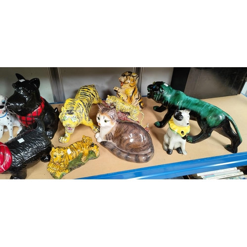 30 - A selection of decorative animal figures...