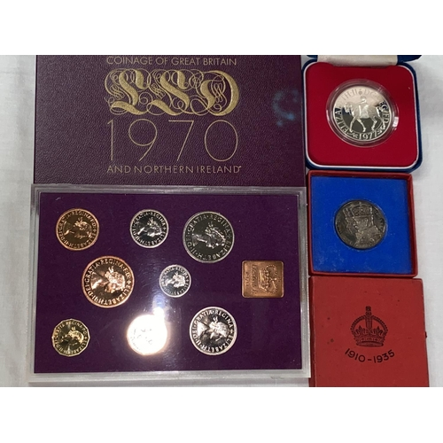 258A - GB: proof silver crown 1977, 1935 silver medal, 1970 proof set