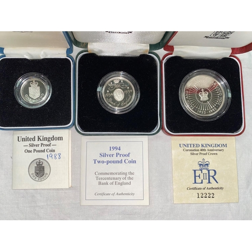 259 - GB: £2 coin 1994; £5 coin 1993, £1 1988, all silver proofs