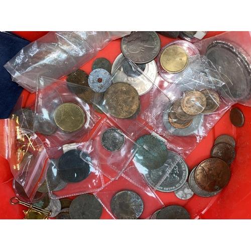 268 - IOM: £1, badges, medals etc. (metal detector finds), 34 Egypt 1 mil banknotes, crowns, farthings 191...