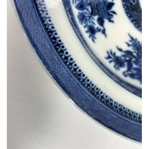 311 - A 19th century Chinese Fitzhugh pattern shallow dish, d. 25cm (minor chipping to rim)