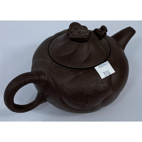 318 - A Chinese cadogan Yixing tea pot with dragons head (2 pots in good condition)