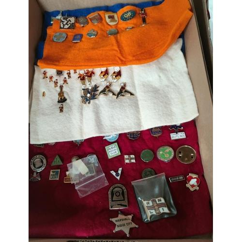 119C - Various vintage BUTLIN'S badges; a collection of Rupert badges etc