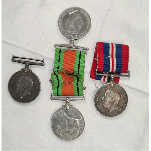 144 - A WWI silver medal to 61017 Cpl A.E.Barnes R.A. (entitled 14 star) another to K 40458 A.G.Vincent St...