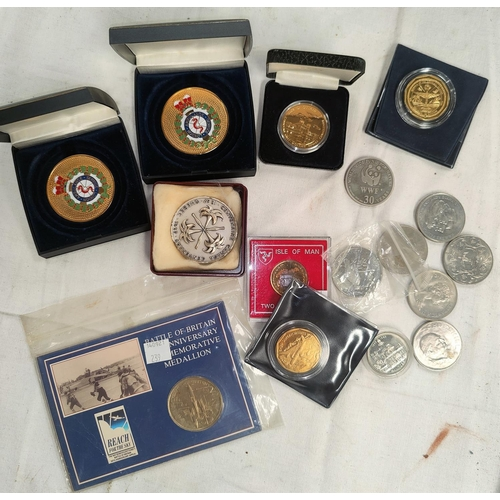 239 - A mixed selection of coins and cased medals