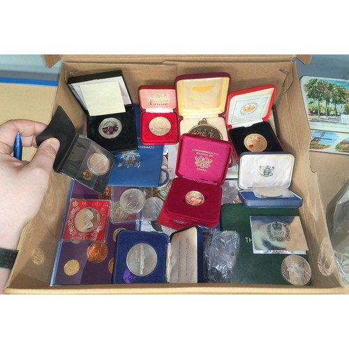 224B - A collection of coin sets, proofs, medallions, crowns etc.