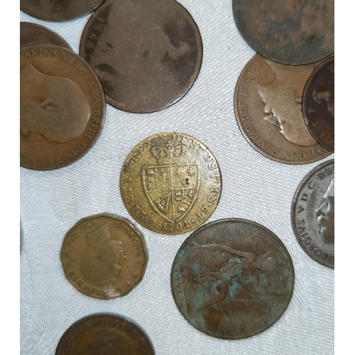 232A - A 1701 Georgian facsimile/gaming token in the form of a spade guinea and a set of Victorian and late...