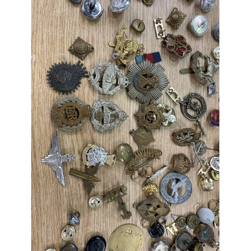 149A - A collection of GB military cap badges and buttons
