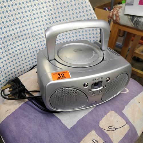 32 - Akura CD Player