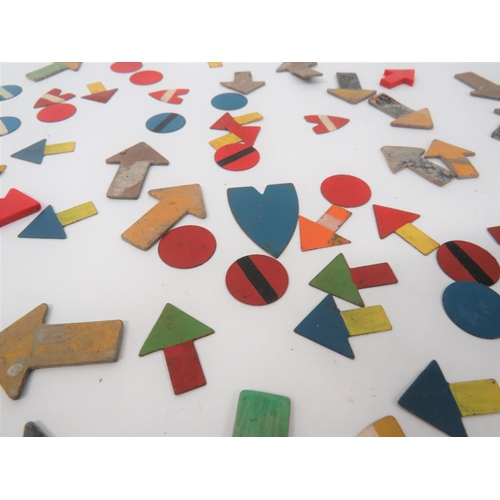 14 - Good Selection of Plotting Table Arrows consisting 20 x fibreboard arrows ... 10 x red, composite ar...