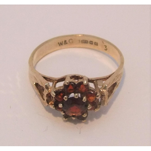 7 - 9ct yellow gold ruby cluster ring,   size M,       2 grams...
