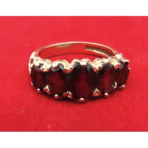 16 - 9ct yellow Gents gold ring with 5 graduating garnets,   4 gram, size N...