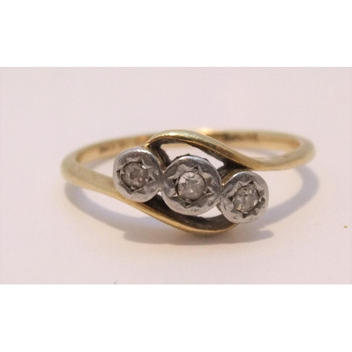 21 - 18ct gold, 3 diamond ring in platinum setting,   size K/L, approx 2.5 grams...