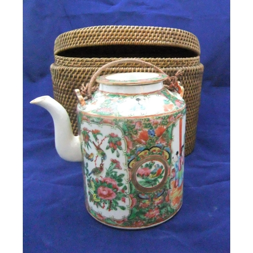 60 - Good quality 19thC chinese tea-pot in original box. The teaport with extensive polychrome decoration...