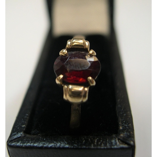 53 - 9ct yellow gold ring with single garnet  Approx 2.1 grams gross,          size W...