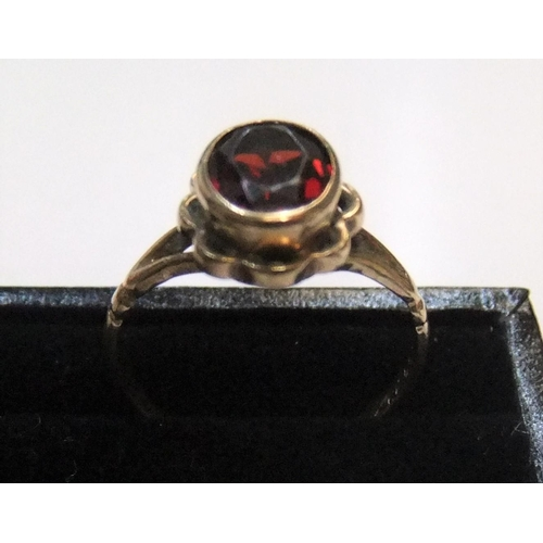 47 - 9ct yellow gold ring with solitaire, round cut garnet  Approx 2.3 grams gross,           size N...
