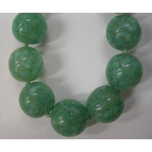 13 - High quality, vintage ladies Jade necklace,  48 cm long...
