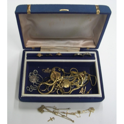 40 - Good collection of 9ct gold, unmarked gold &/or gold coloured metal to include at least 7 grams of m...