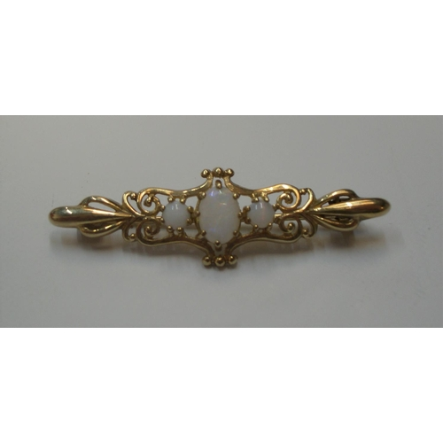 22 - Antique 9ct yellow gold brooch with 3 opals  Approx 2.7 grams gross...