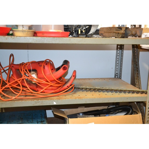 18 - Champion CM402 electric hedge trimmer...