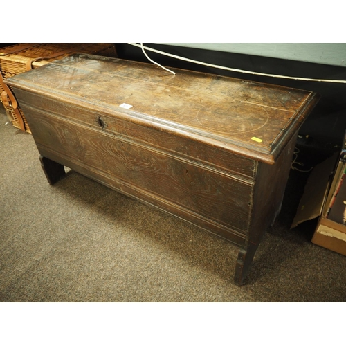 622 - 19th century oak blanket chest with key, 113cm wide, 55cm high, 40cm deep...