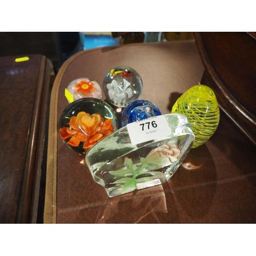776 - 6 glass paperweights inc Caithness...
