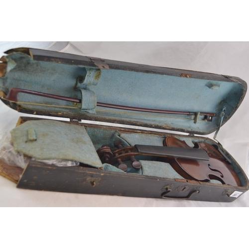 119 - Cased childs violin & bow, violin labelled to interior 'Copie de Antonius Stradiuarius Cremonenfis F...