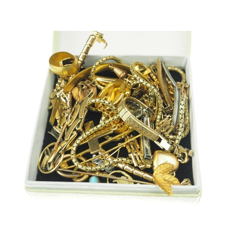 391 - Yellow metal jewellery including pendants, pins etc....