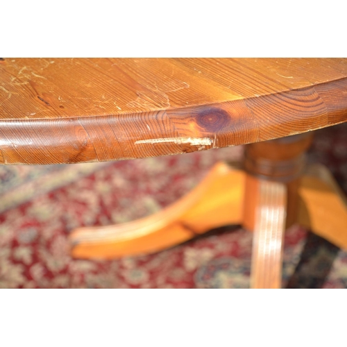 17 - Drop sided pine kitchen table w91 un extended L66 extended length152