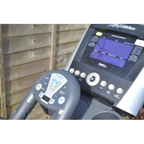 6 - Life Fitness x3 elliptical cross trainer machine length220cm RRP£1795