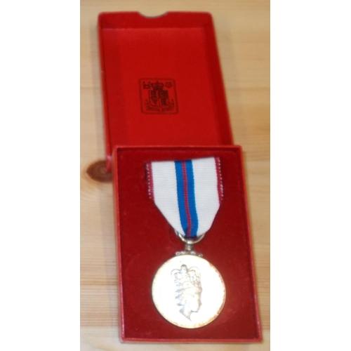 36 - Medals; 1977 Jubilee Medal (UK issue) in original box....