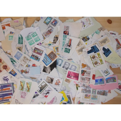 129 - Germany; East Germany; similar to previous lot, but just on pieces (100s of different stamps)....