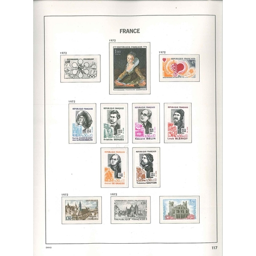 299 - France; 1972-2001 u.m. colln. in three Davo hingeless albums (different styles), largely complete in...
