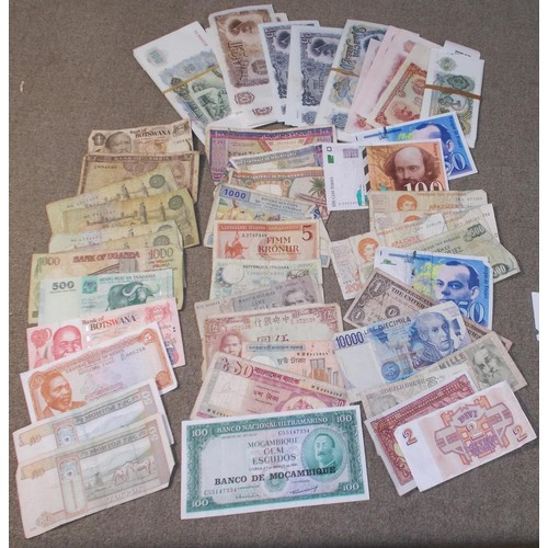 55 - Banknotes; bundle of cheap world notes, the largest part being c.190 duplicated Bulgaria (mainly unc...