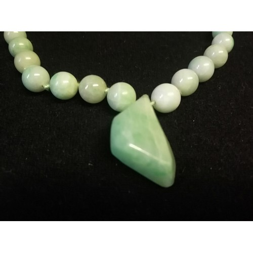 7 - Green jade necklace in original retail box - Imrie & Lawrence, Lahore & Simla, India -length 28